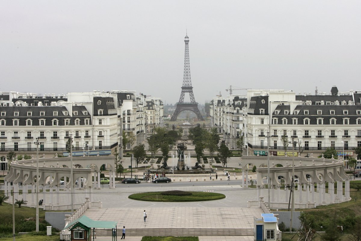 replica of paris in china here 39 s what it looks like foynd. Black Bedroom Furniture Sets. Home Design Ideas